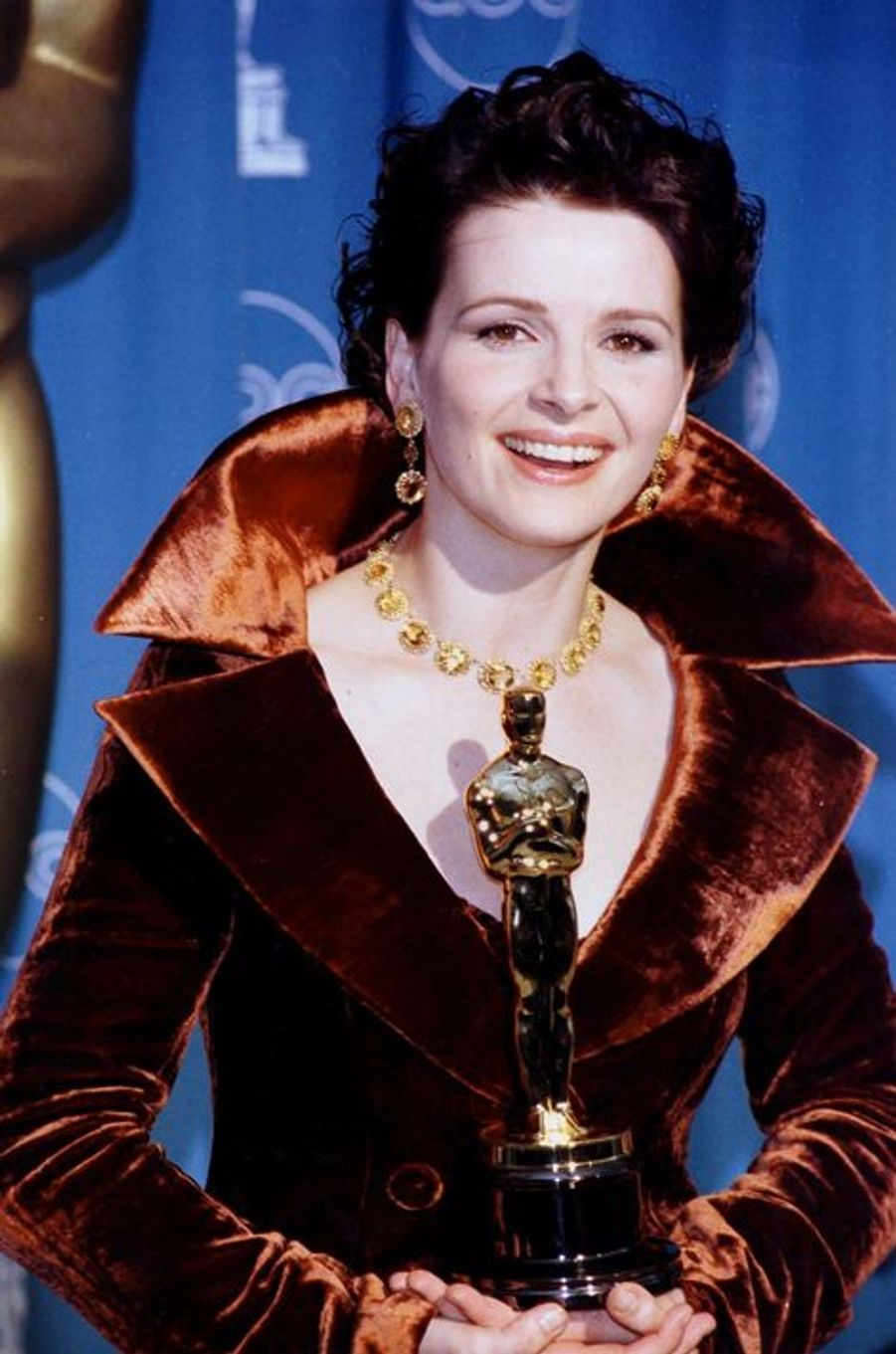 Juliette Binoche remporte l'Oscar de Meilleur second rôle féminin, 1997