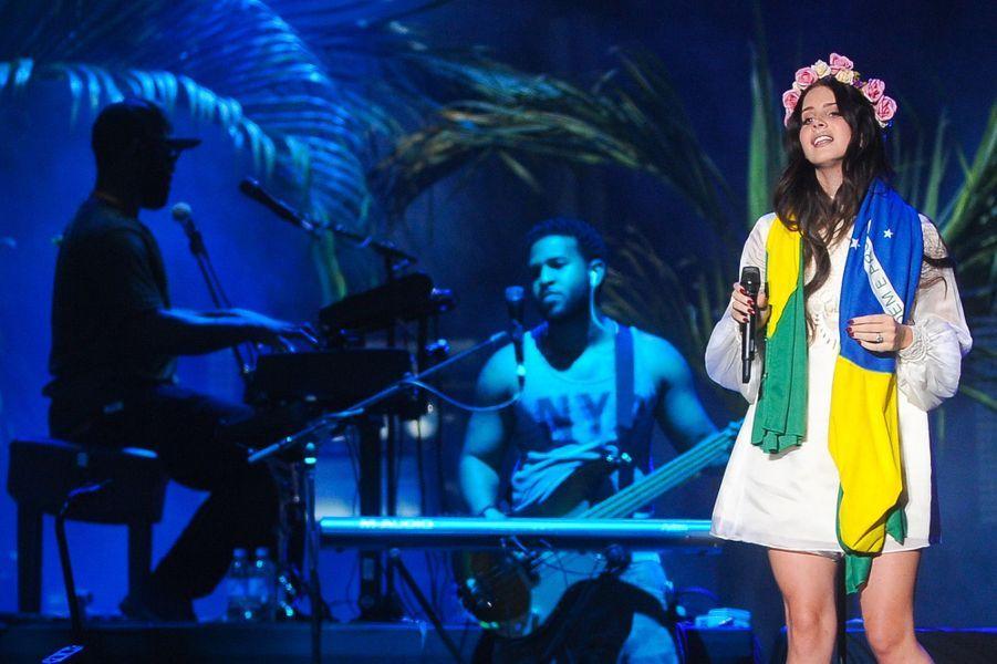 La chanteuse entonnera son «Blue Jean», également lors de cette soirée de prestige.