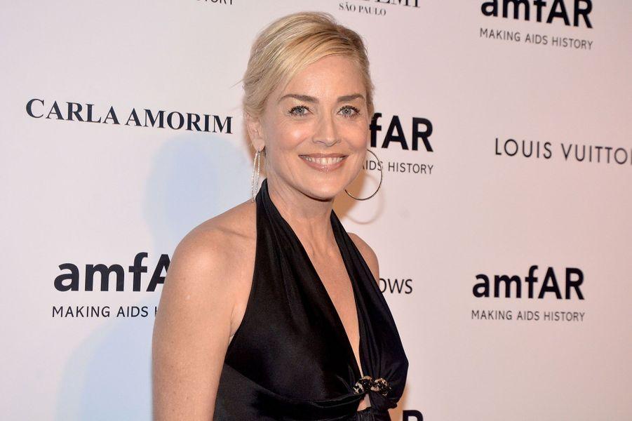 L'actrice américaine sera également présente pour co-présider la soirée qui récolte des dons pour la lutte contre le Sida.