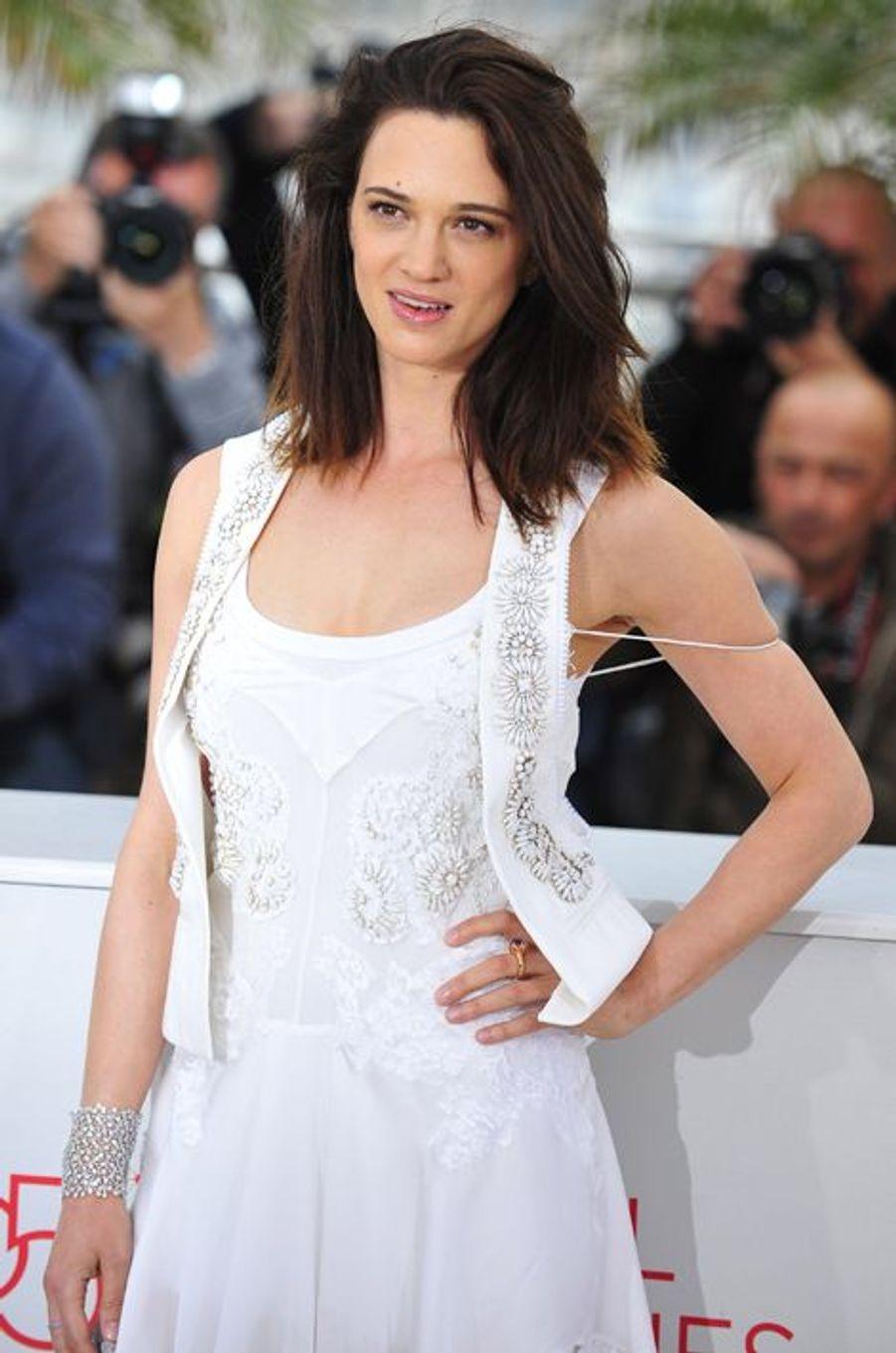 Après avoir dévoilé son premier long métrage en 2000 («Scarlet Diva»), la comédienne de 39 ans est repassée derrière la caméra en 2004 pour «Le livre de Jérémie» puis, plus récemment, pour «L'incomprise». Le film, dans lequel Charlotte Gainsbourg tient le premier rôle, avait été présenté au Festival de Cannes 2014 dans la section Un Certain Regard.