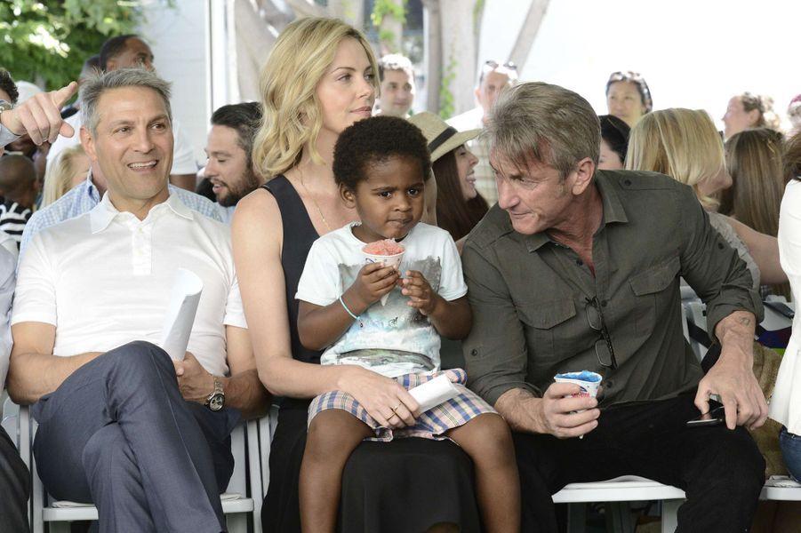Ari Emanuel, Charlize Theron, Sean Penn et Jackson à Los Angeles le 18 avril 2015