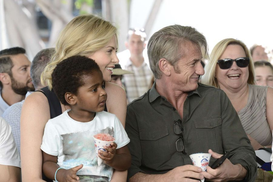 Charlize Theron, Sean Penn et Jackson à Los Angeles le 18 avril 2015