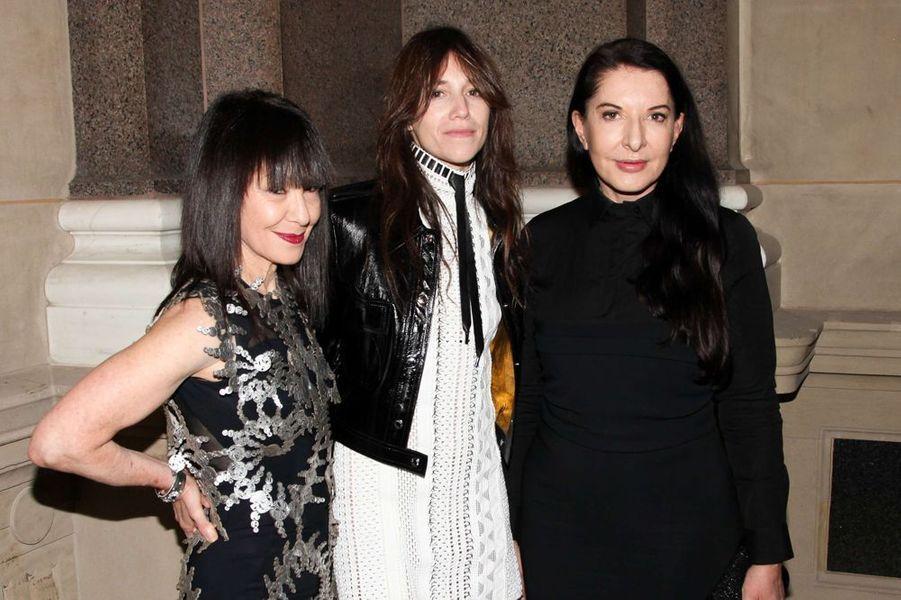 RoseLee Goldberg, Charlotte Gainsbourg et Marina Abramovic à New York le 4 novembre 2014