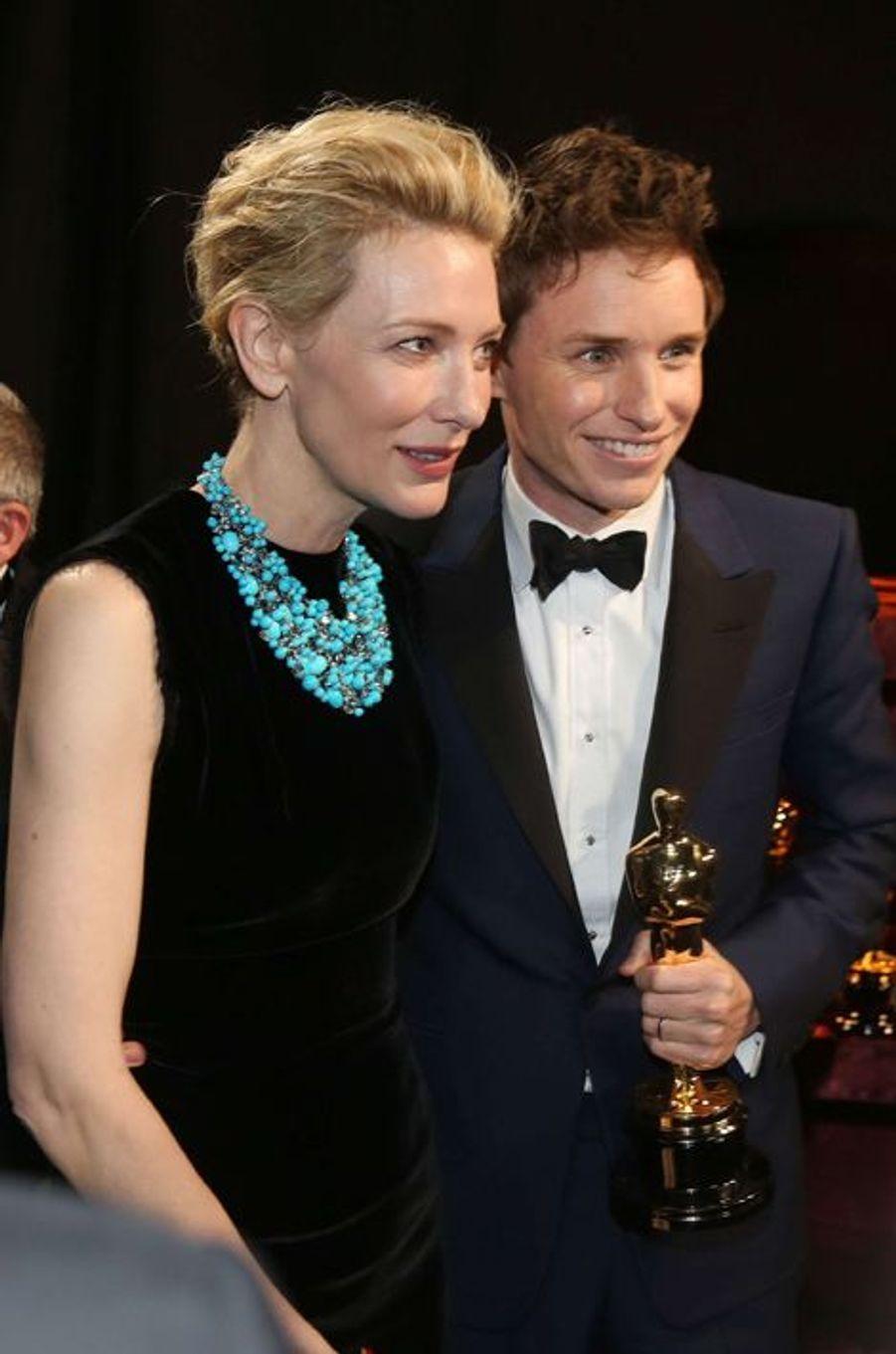 Cate Blanchett et Eddie Redmayne dans les coulisses des Oscars, à Los Angeles le 22 février 2015