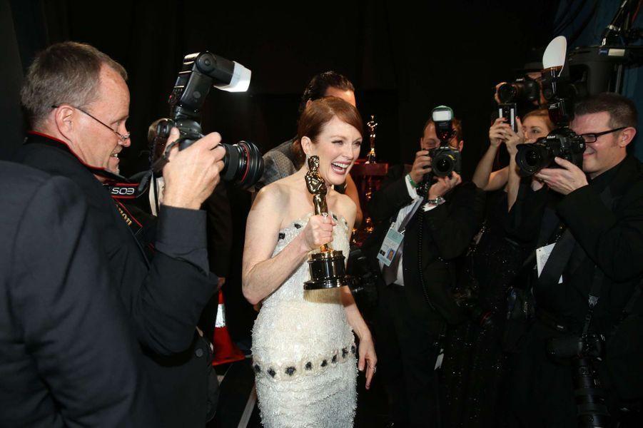 Julianne Moore dans les coulisses des Oscars, à Los Angeles le 22 février 2015