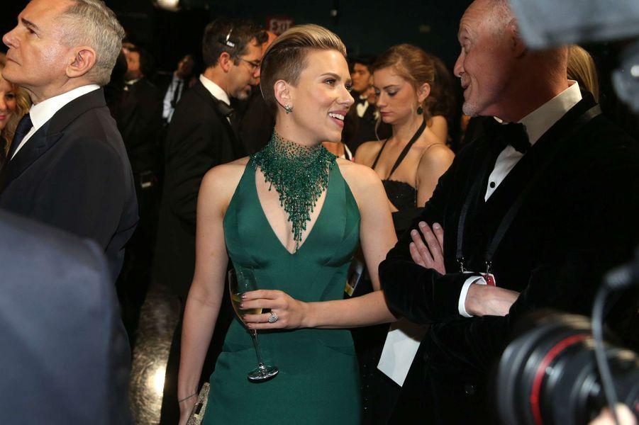 Scarlett Johansson dans les coulisses des Oscars, à Los Angeles le 22 février 2015