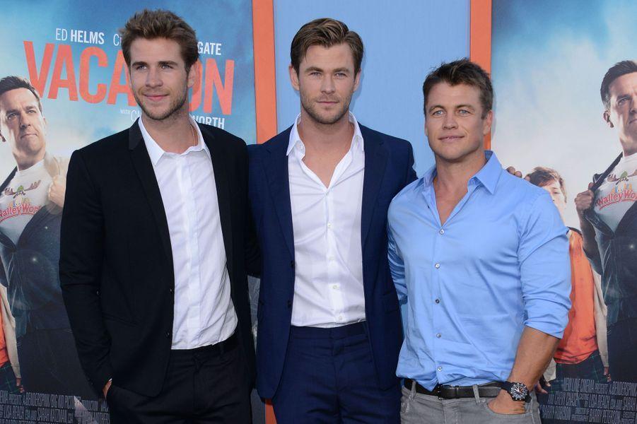 Chris Hemsworth entouré de ses deux frères, Liam et Luke, à Los Angeles le 27 février 2015
