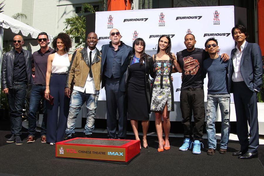 """Vin Diesel, entouré de l'équipe de """"Fast & Furious"""", à Los Angeles le 1er avril 2015"""