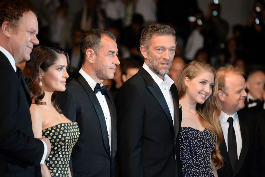 """L'équipe du film """"The Tale of tales"""" à Cannes le 14 mai 2015"""