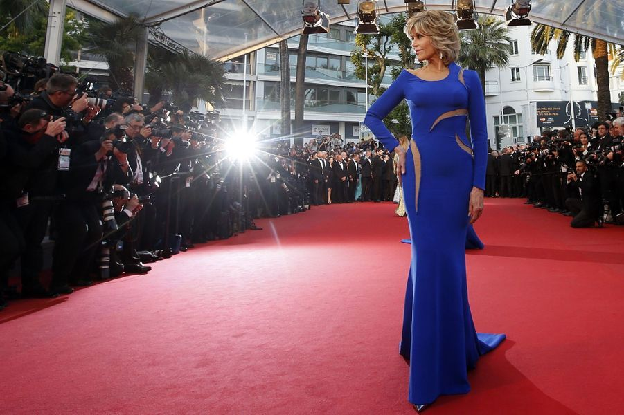 Jane Fonda, en Atelier Versace, à Cannes le 16 mai 2015