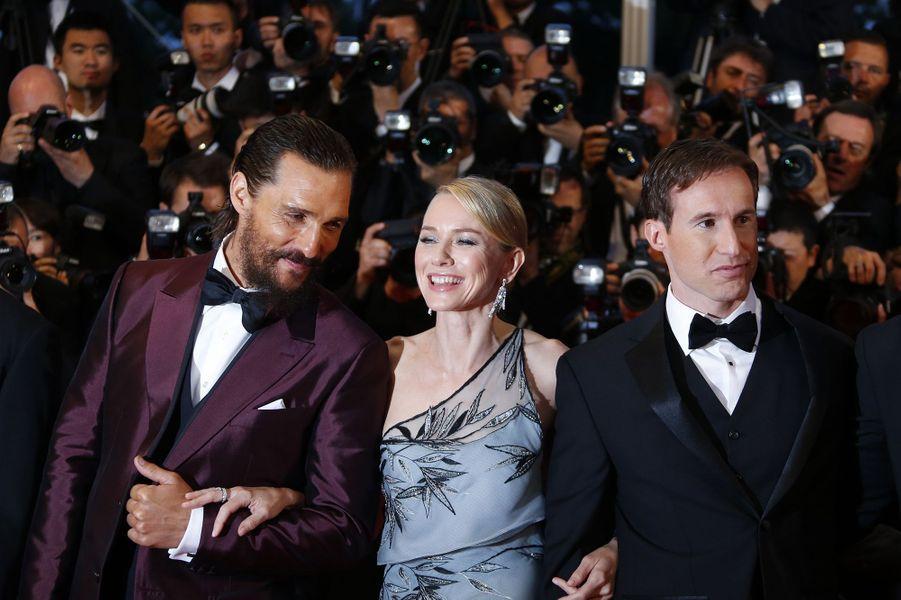 Matthew McConaughey, Naomi Watts (en Armani Privé) et Chris Sparling à Cannes le 16 mai 2015
