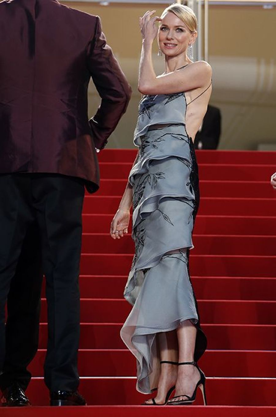 Naomi Watts, en Armani Privé, à Cannes le 16 mai 2015