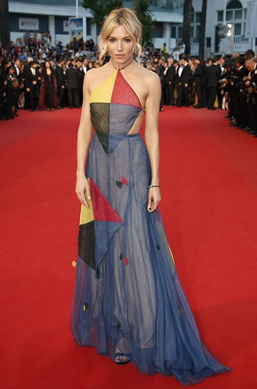 Sienna Miller, en Valentino Couture, à Cannes le 16 mai 2015