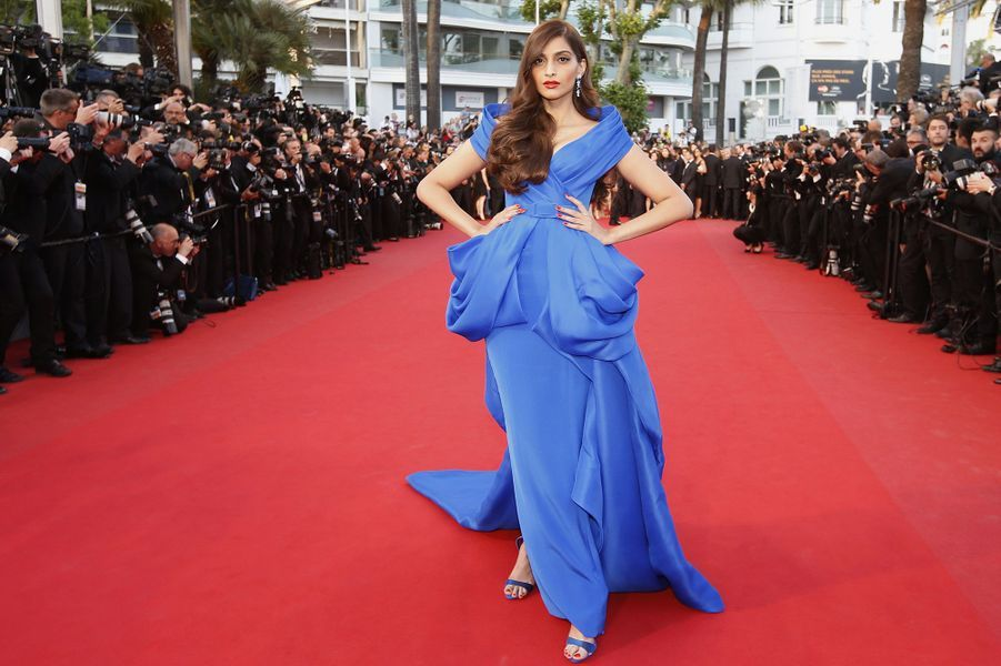 Sonam Kapoor (en Ralph & Russo Couture) à Cannes le 16 mai 2015