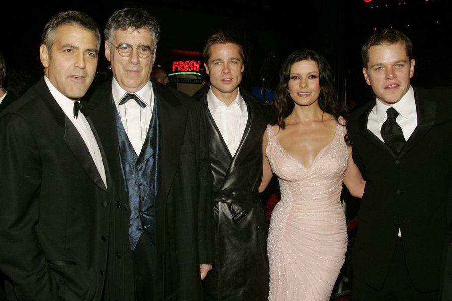 A la première d'«Oceans Twelve», avec Elliot Gould, Catherine Zeta-Jones, et Matt Damon, en décembre 2004.
