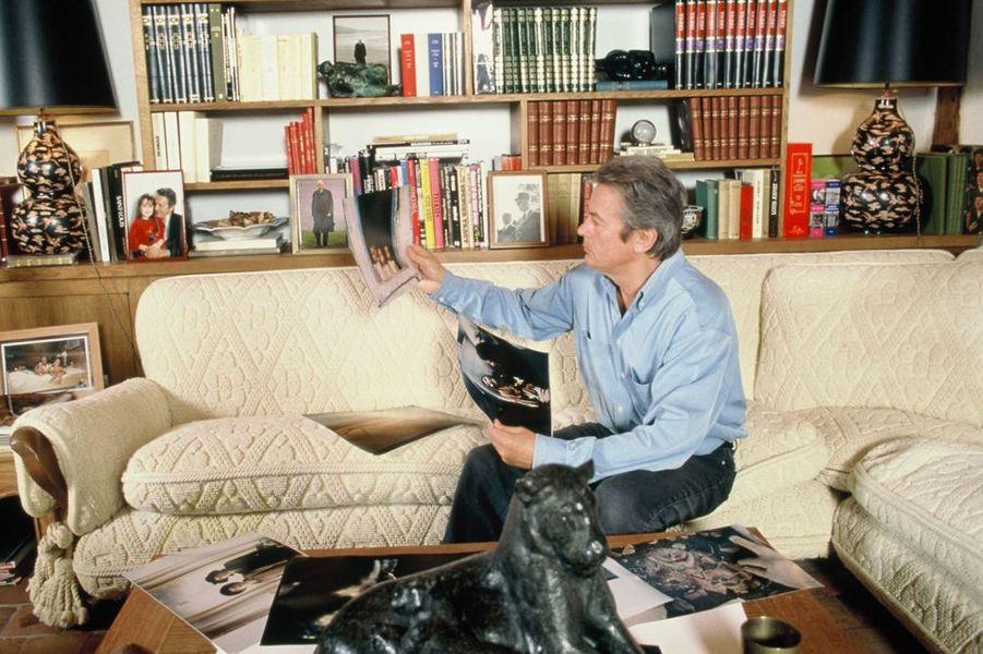Alain Delon pose pour Paris Match, janvier 1998