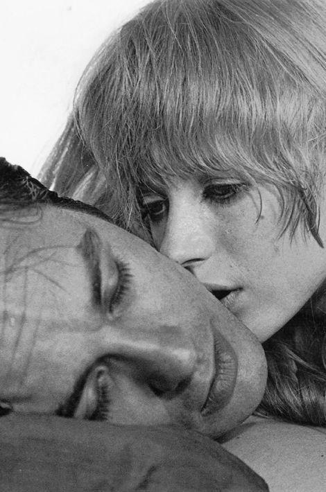 "Avec Marianne Faithfull dans ""The Girl on a motorcycle"", 1968"