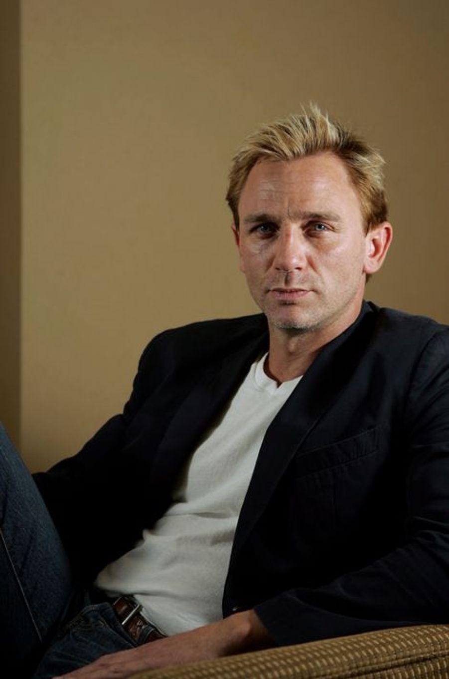 """Daniel Craig pose pour le """"NY Times"""", avril 2005"""