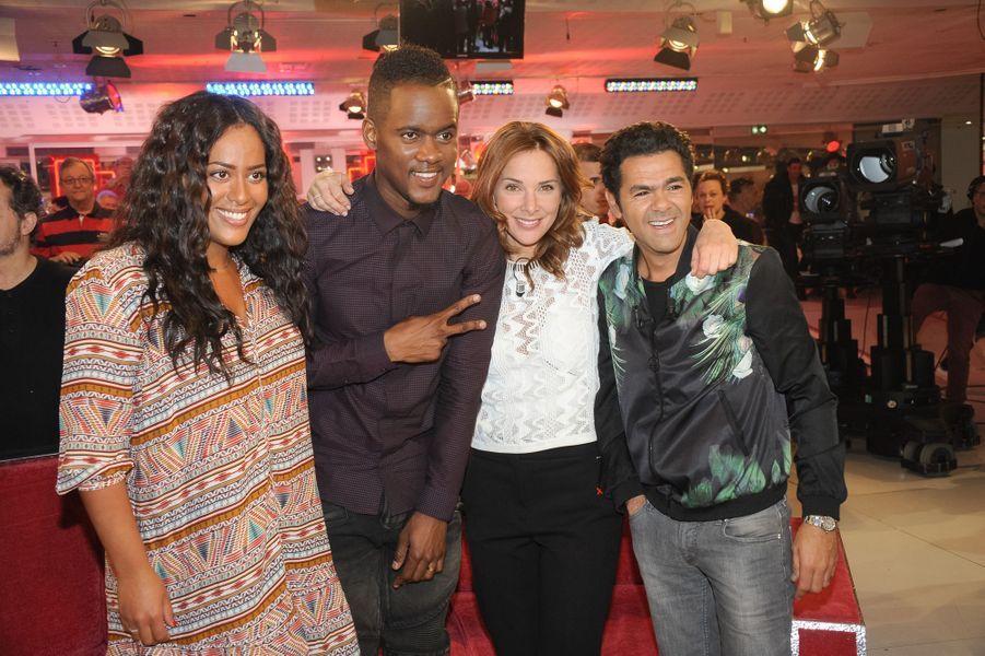 """Jamel Debbouze avec Mélissa Theuriau, Amel Bent et Black M lors de l'enregistrement de """"Vivement Dimanche"""", le 25 mars 2015"""