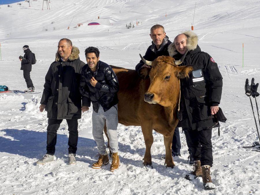 Jamel fait le show avec Jacqueline la vache!