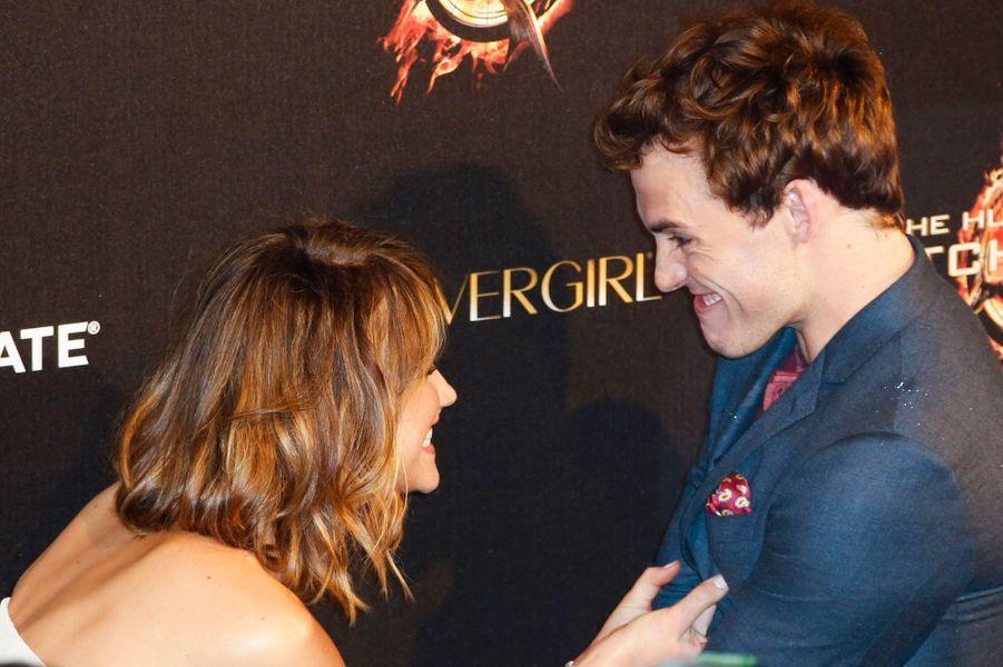 """Avec son partenaire dans """"Hunger Games"""", Sam Claflin, au dernier Festival de Cannes"""