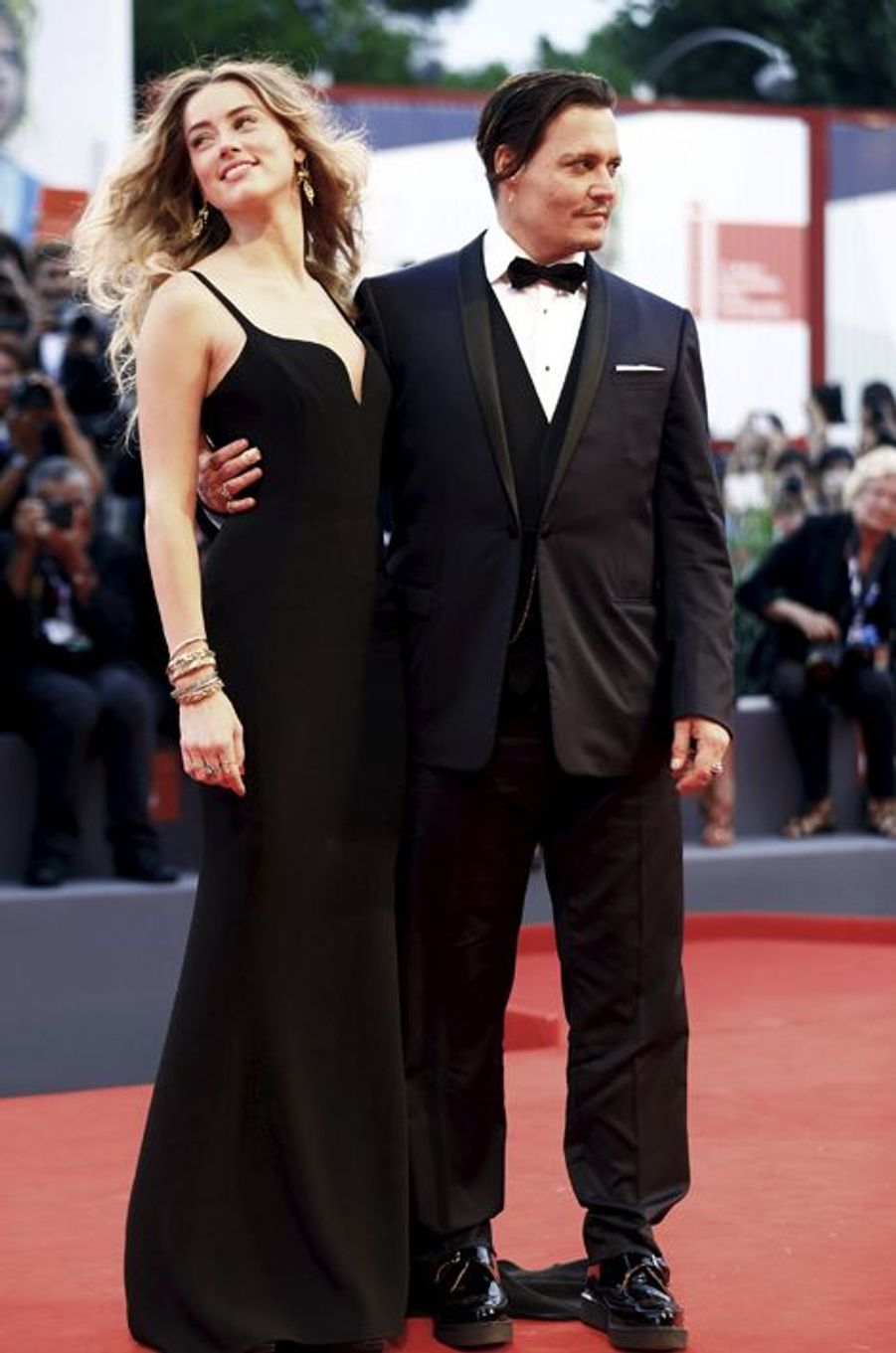 Johnny Depp et Amber Heard illuminent le red carpet, à Venise, le 4 septembre 2015