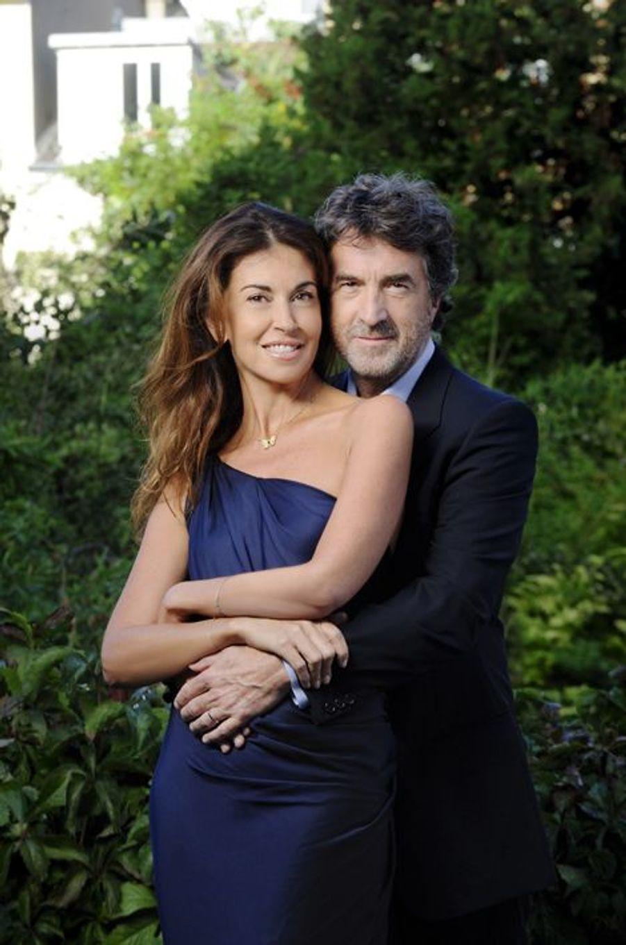 En 2011. François Cluzet et son épouse, Narjiss, prennent la pose pour Paris Match