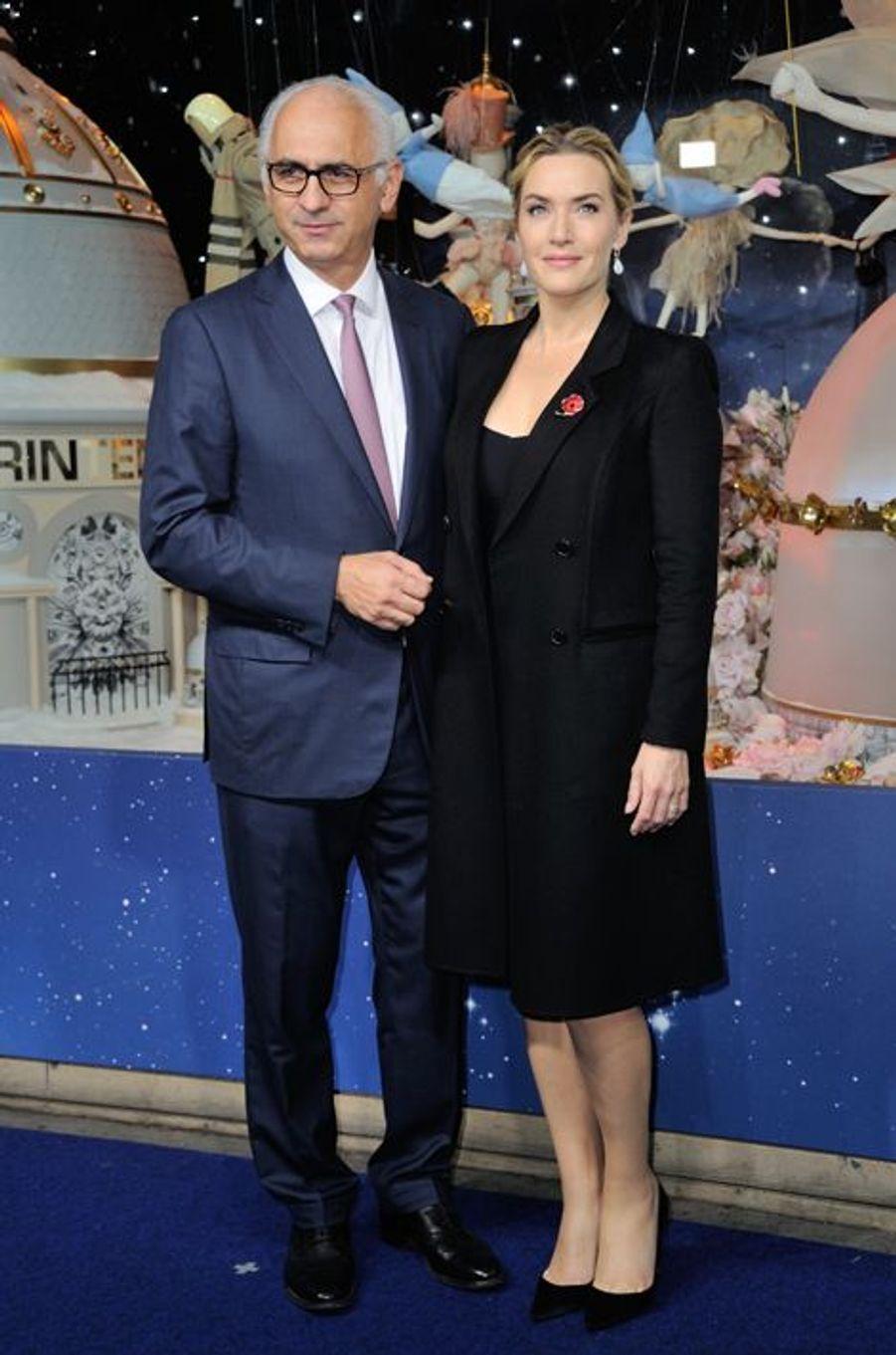Le vendredi 6 novembre, Kate Winslet a inauguré les célèbres décorations de Noël du Printemps Haussmann au côté de Paolo de Cesare.
