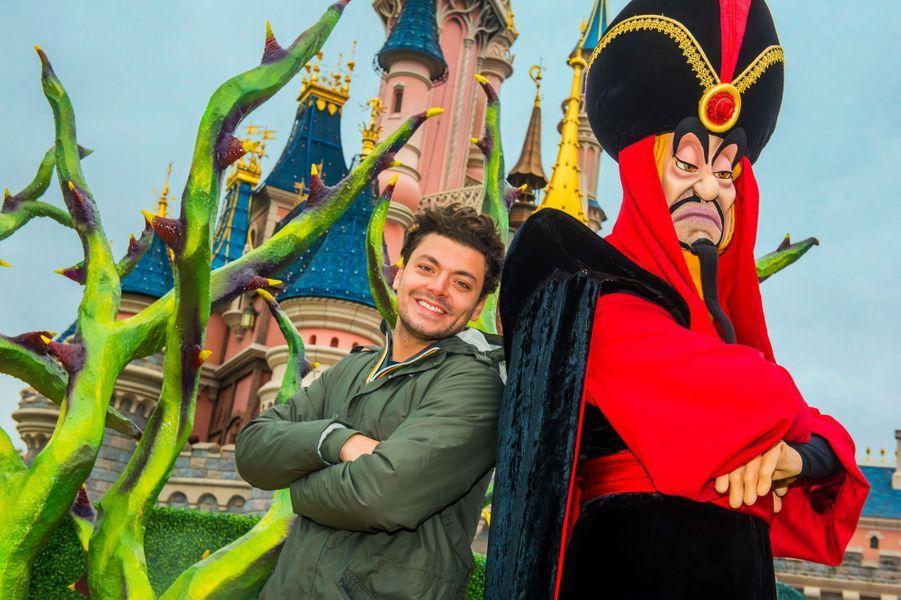 Kev Adams retrouve Jafar à Disneyland Paris