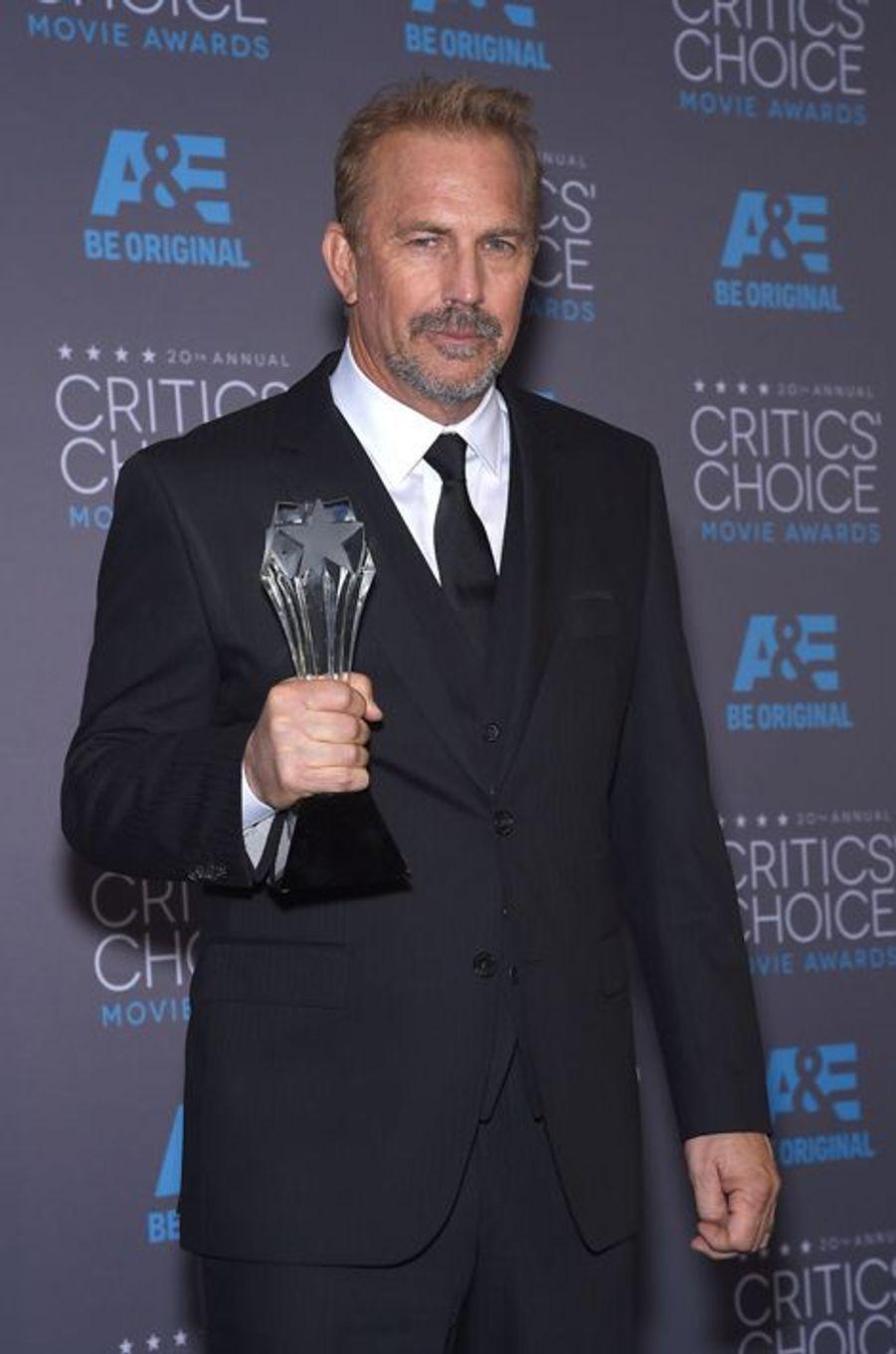 À la cérémonie des Critics Choice Awards 2015. Kevin Costner y a été honoré pour l'ensemble de sa carrière ce jeudi 15 janvier