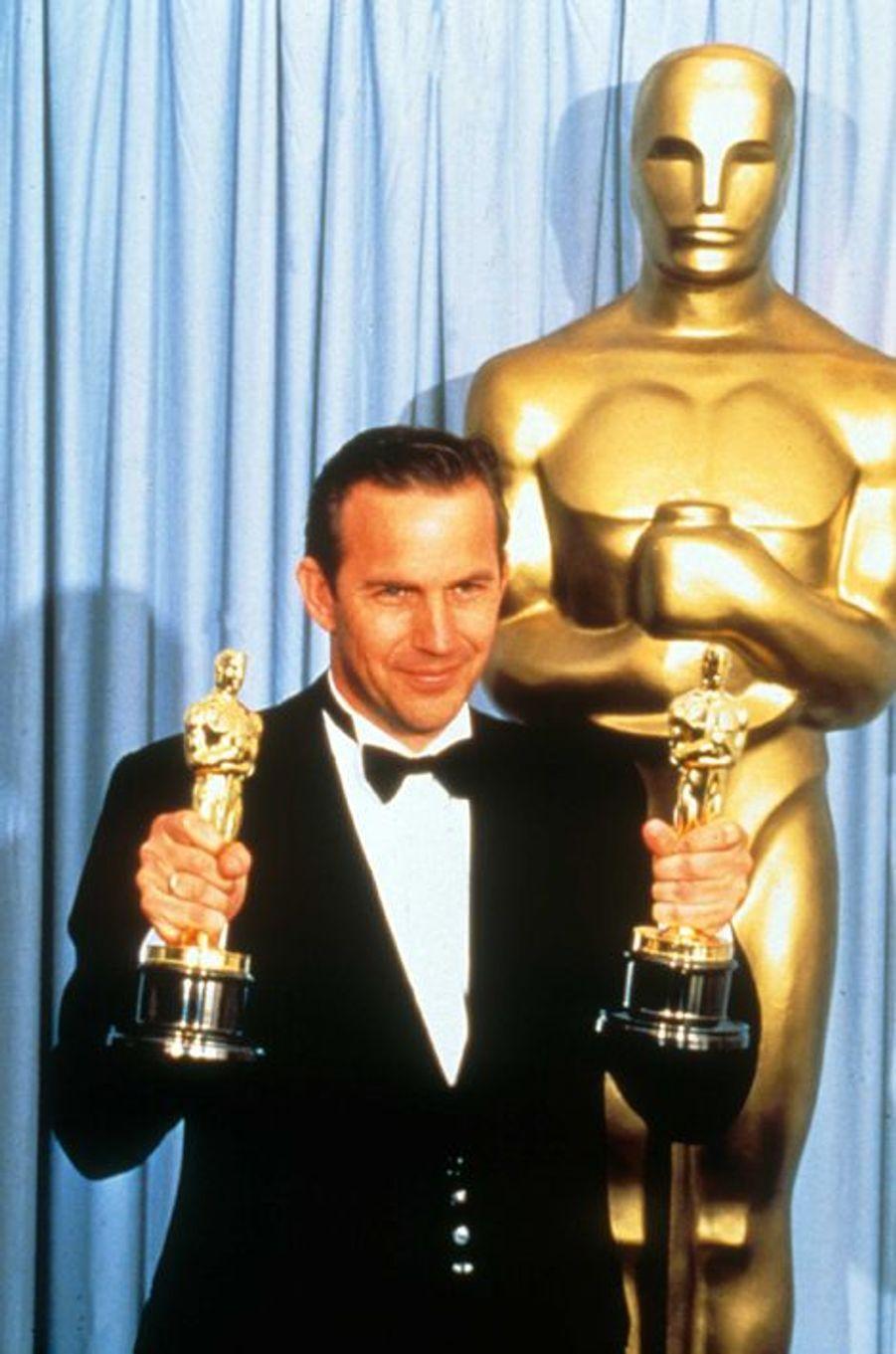 """À la cérémonie des Oscars en 1990 pour """"Danse avec les loups"""""""
