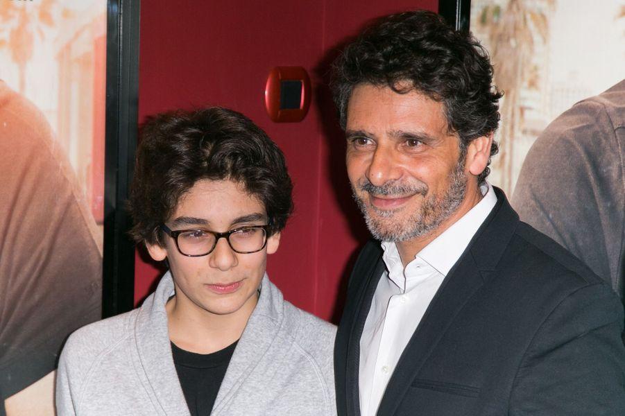 Pascal Elbé et son fils Léo à Paris le 21 décembre 2015