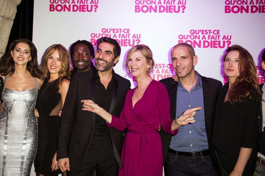 Frédérique Bel, Élodie Fontan, Noom Diawara, Ary Abbitan, Michèle Laroque, Medi Sadoun et Julia Piaton à Paris le 8 décembre 2014