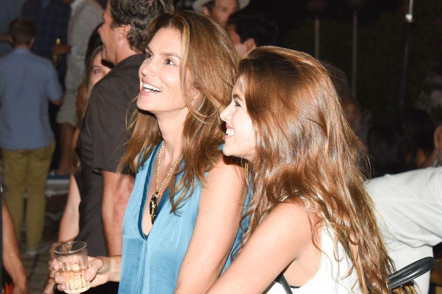 Cindy Crawford et sa fille, Kaia, célébraient le lancement de la nouvelle marque de Kelly Slater samedi dernier.