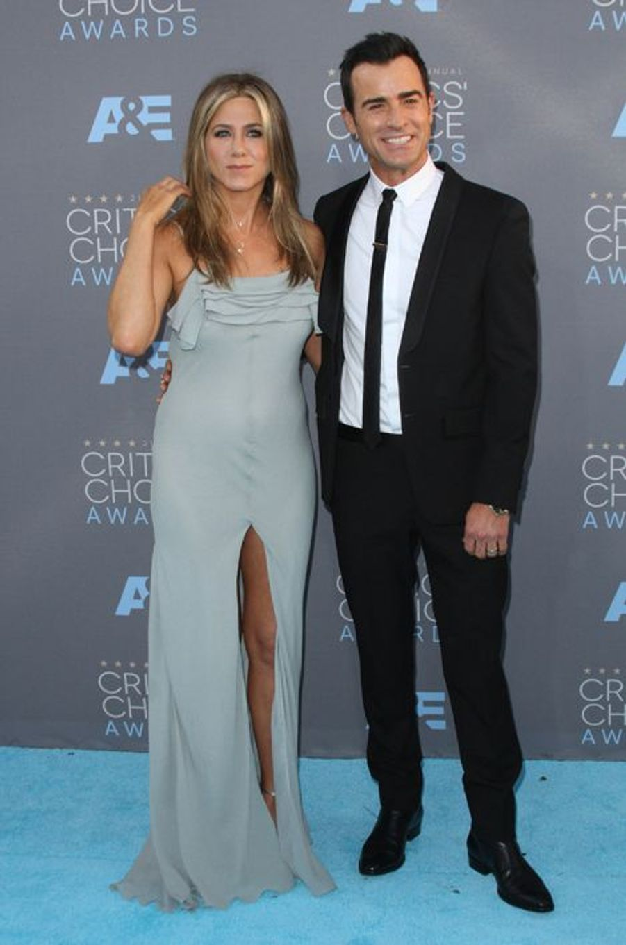 Jennifer Aniston (en Saint Laurent) et Justin Theroux (en Givenchy)