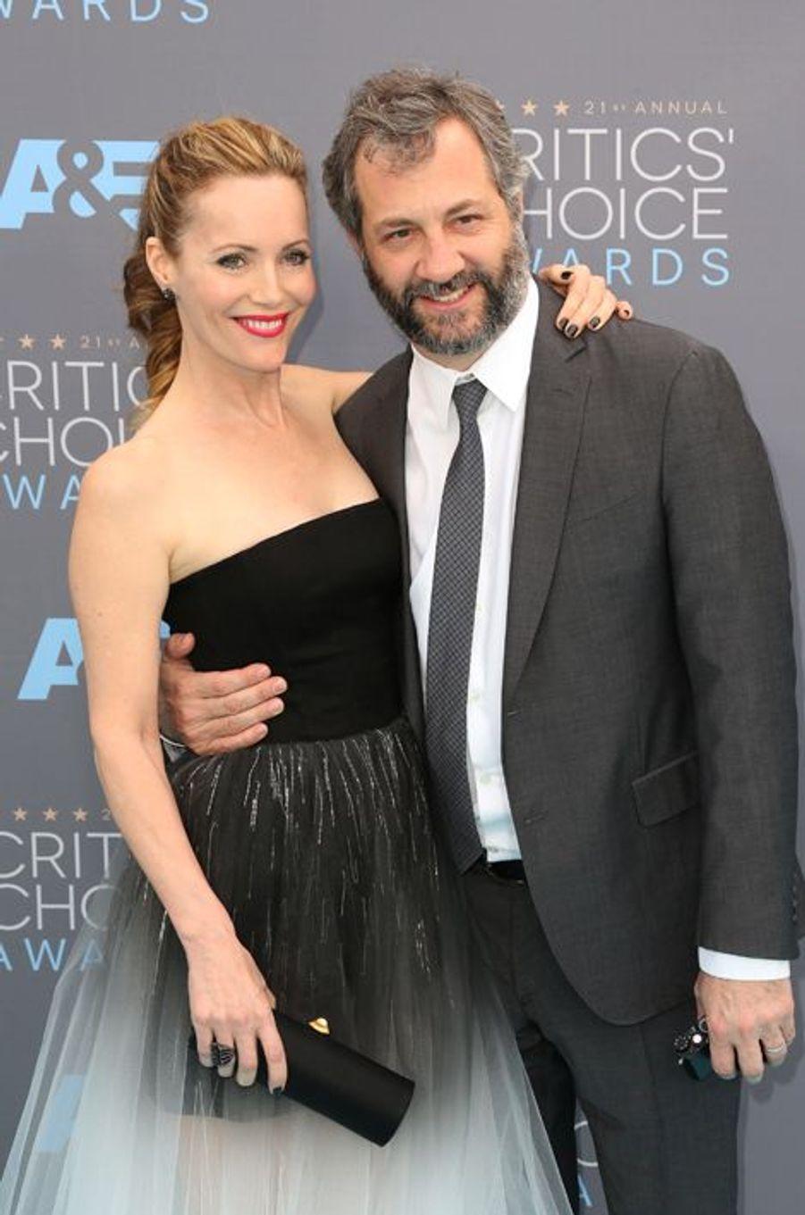 Leslie Mann (en robe Monique Lhuillier) et Judd Appatow