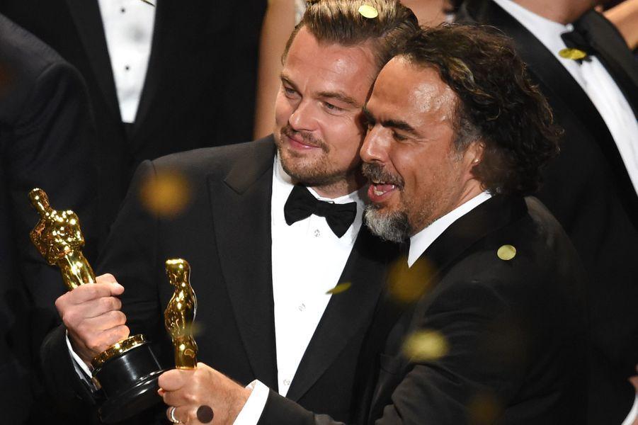 Leonardo DiCaprio pose pour l'histoire, ici avec Alejandro Gonzalez Inarritu