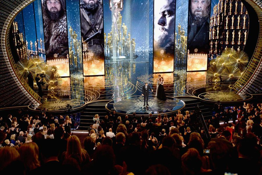 """Leonardo DiCaprio remporte son premier Oscar pour son rôle dans """"The Revenant"""""""