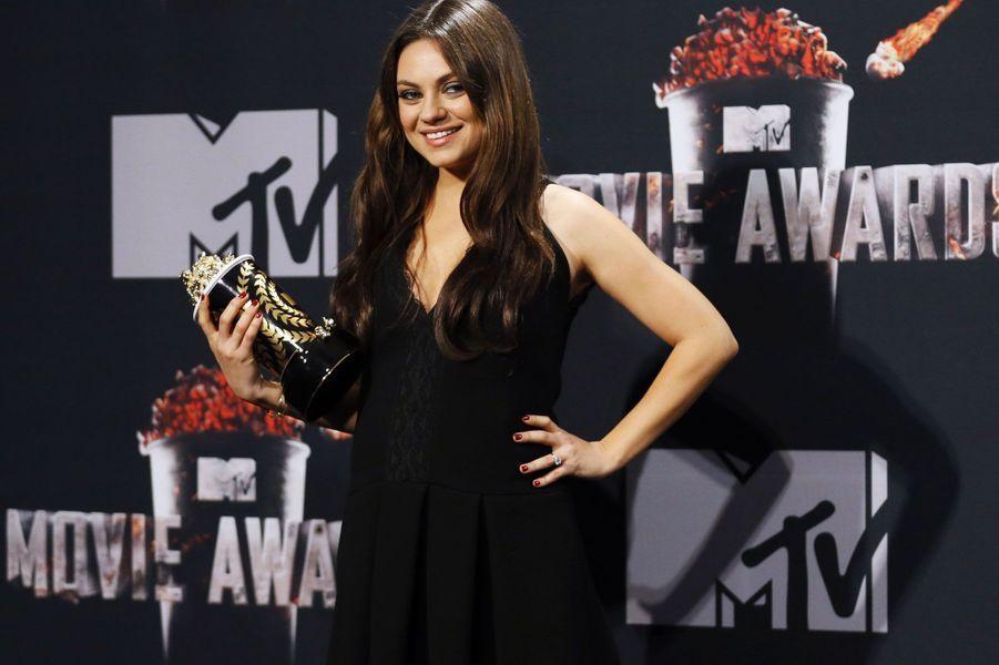 """La comédienne, enceinte d'Ashton Kutcher, a gagné le prix du """"meilleur méchant"""" pour son personnage dans """"Le monde fantastique d 'Oz""""."""