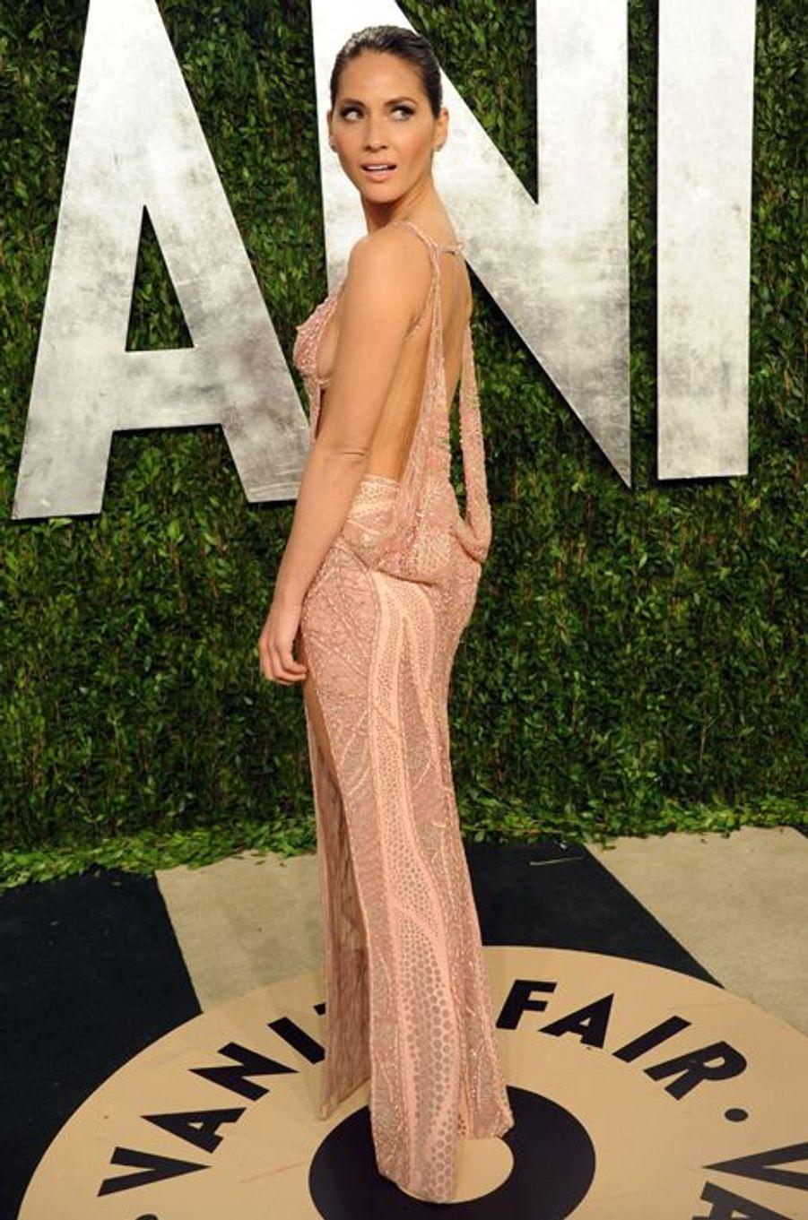 Olivia Munn en Atelier Versace à la soirée post-Oscars, en février 2013