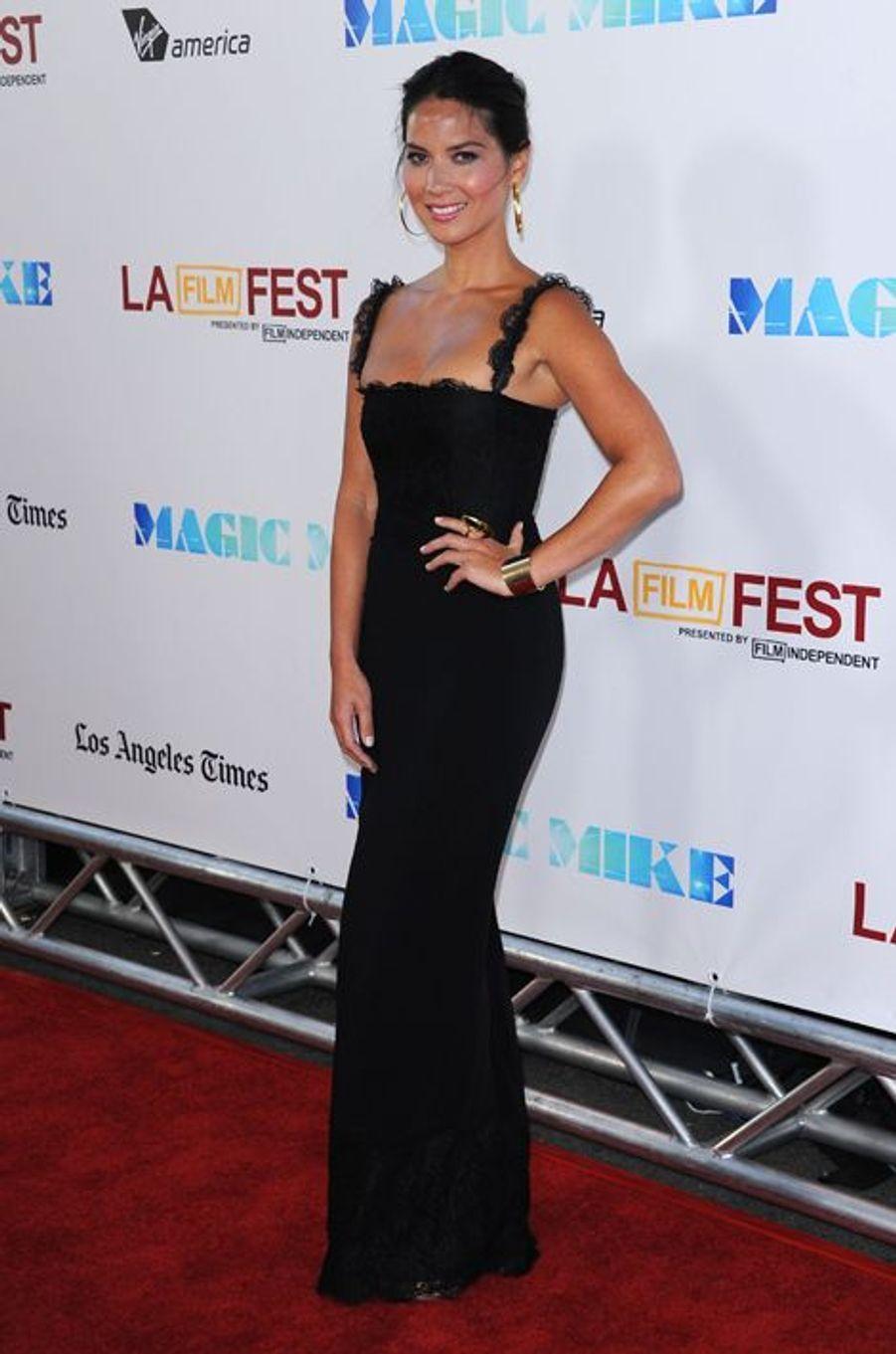 """Olivia Munn en Dolce & Gabbana à la première de """"Magic Mike"""", en juin 2012"""