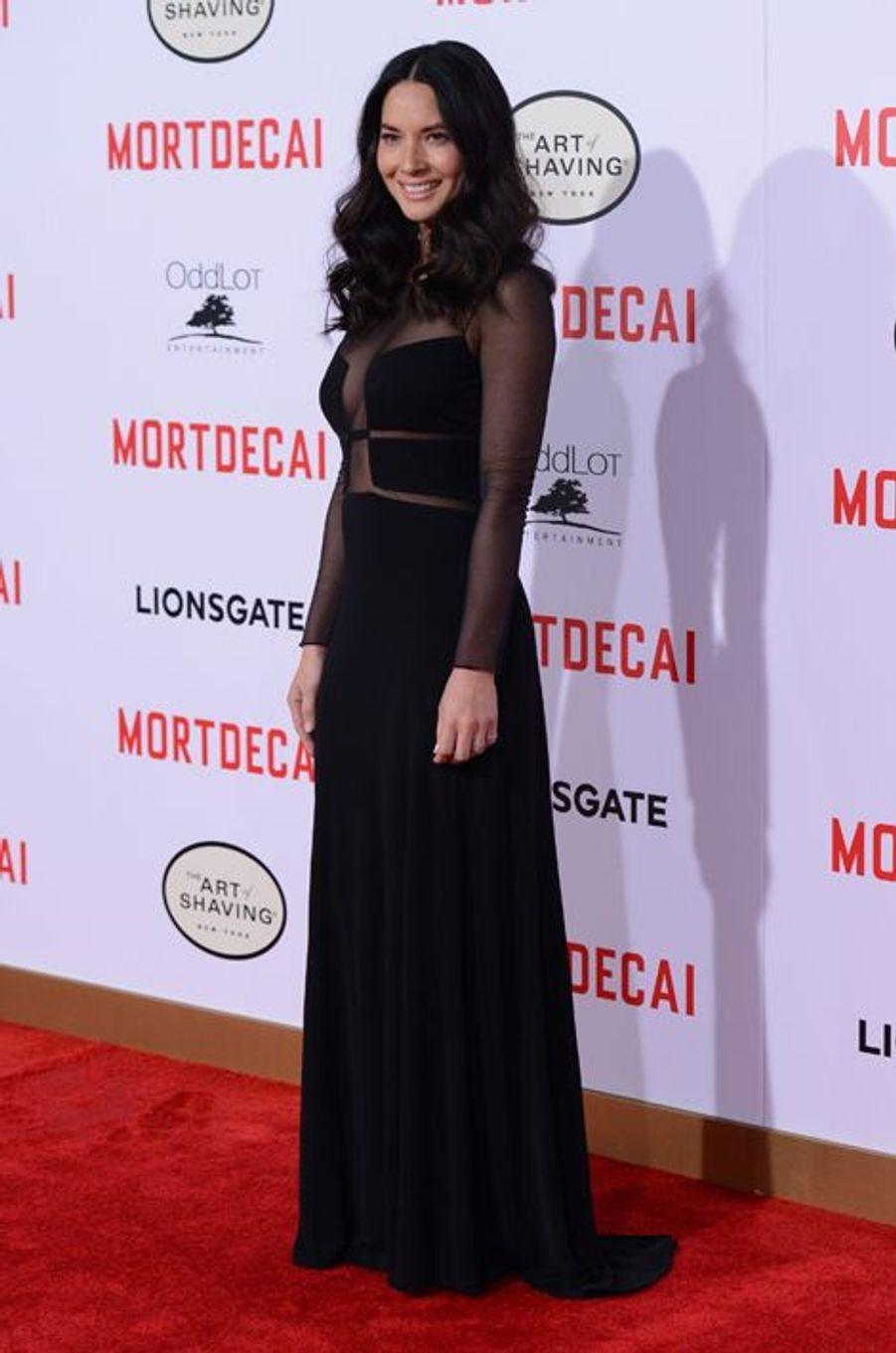 """Olivia Munn en Ralph Rucci à la première de """"Mortdecai"""", en janvier 2015"""