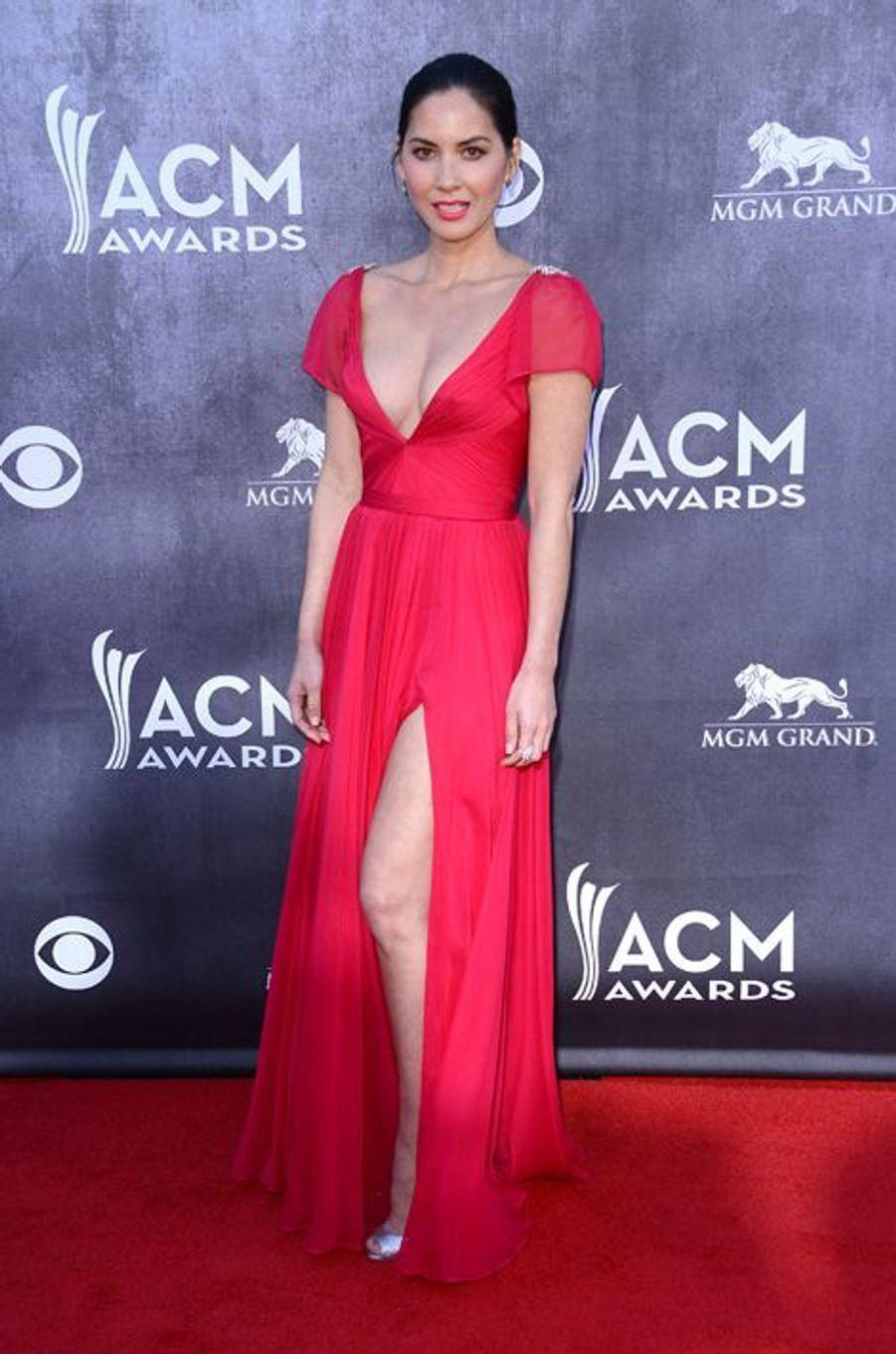 Olivia Munn en Reem Acra aux ACM Awards, en avril 2014