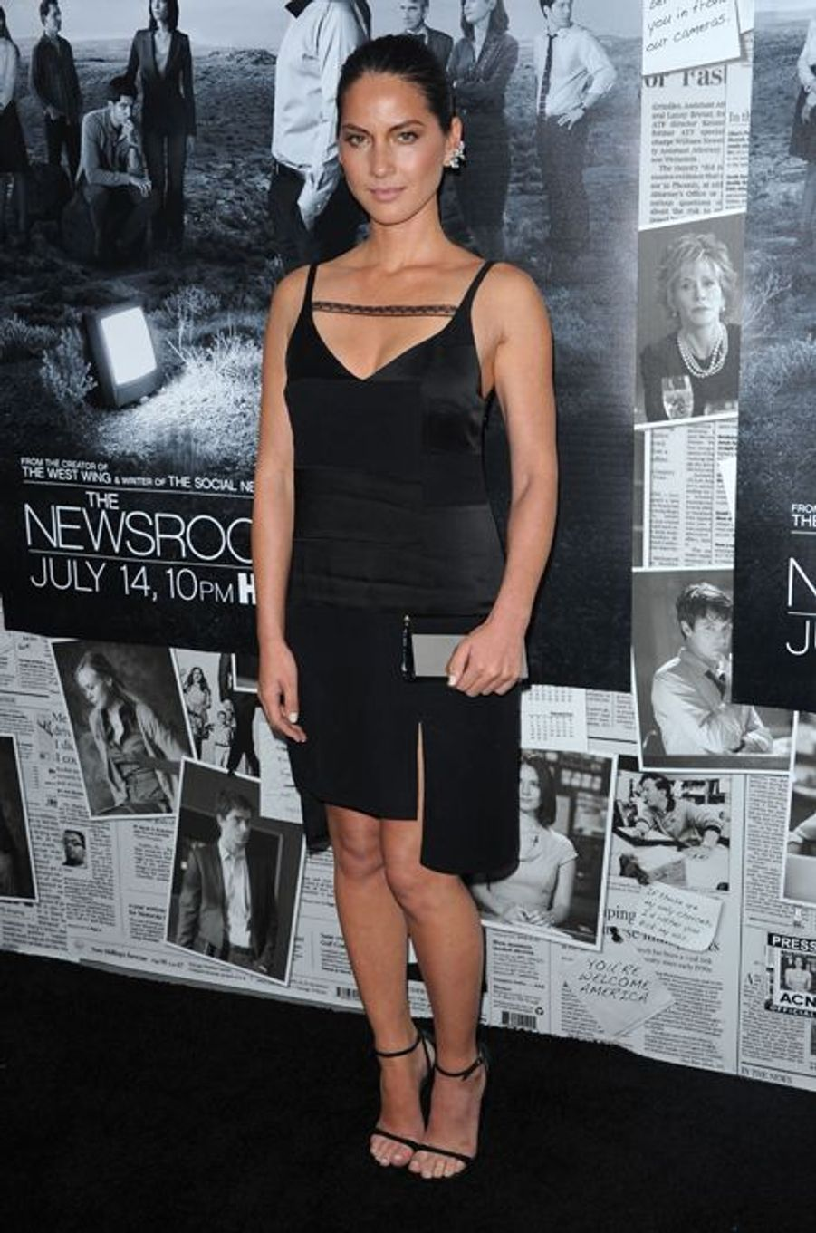 """Olivia Munn en Thakoon à la première de la saison 3 de """"The Newsroom"""", en juillet 2013"""