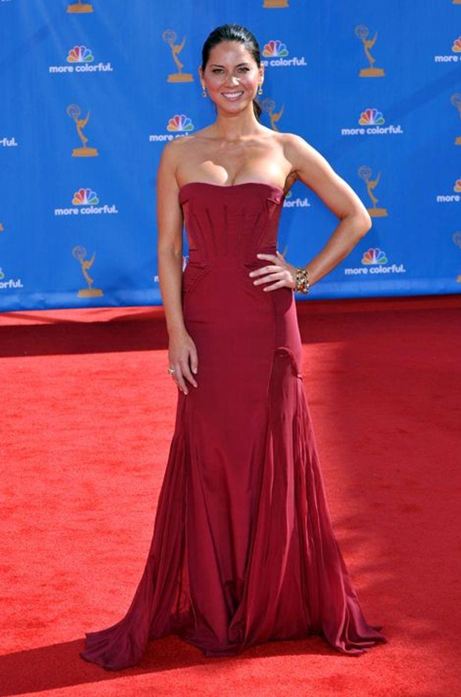 Olivia Munn en Zac Posen aux Emmy Awards, en aout 2010