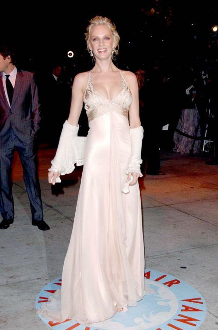 Uma Thurman en Atelier Versace aux Oscars, en mars 2006