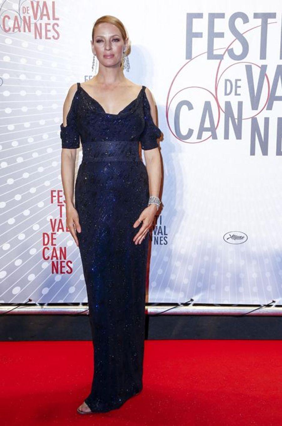 Uma Thurman en Giorgio Armani au Festival de Cannes, en mai 2013