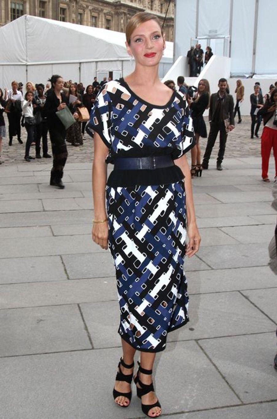 Uma Thurman en Louis Vuitton au défilé Louis Vuitton, en octobre 2011