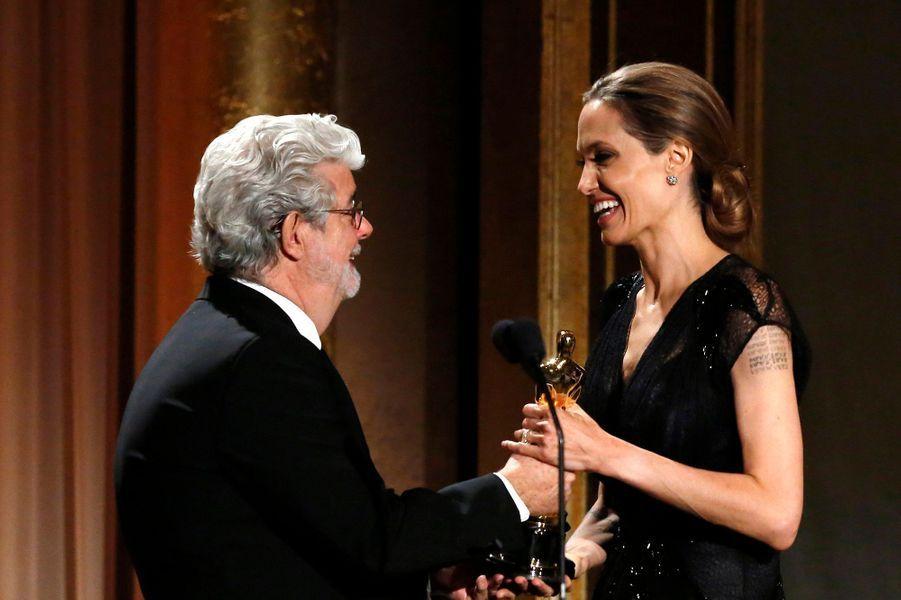 George Lucas remet sa récompense à Angelina Jolie