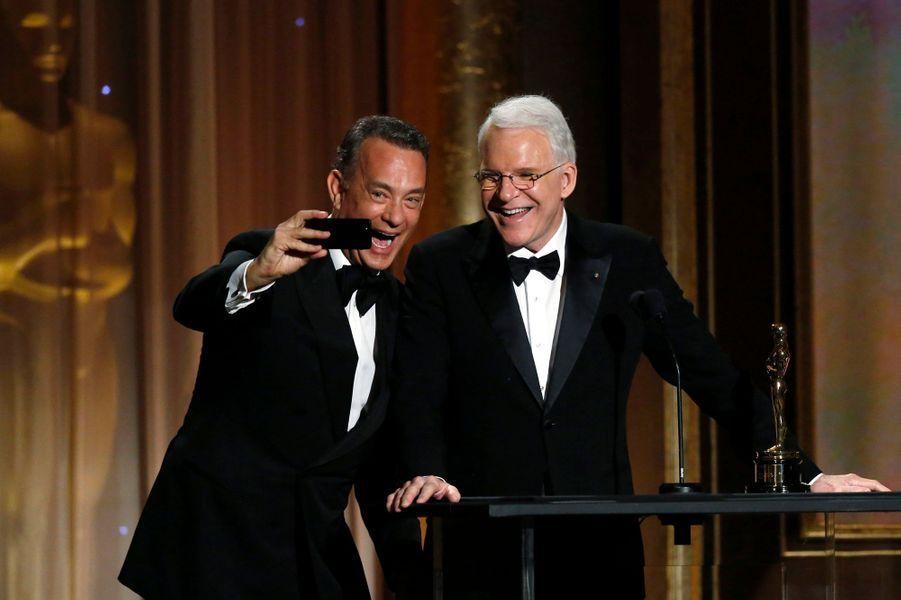 Tom Hanks se photographie aux côtés de Steve Martin